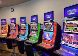 your jackpot deal- café/bar with 5 poker...